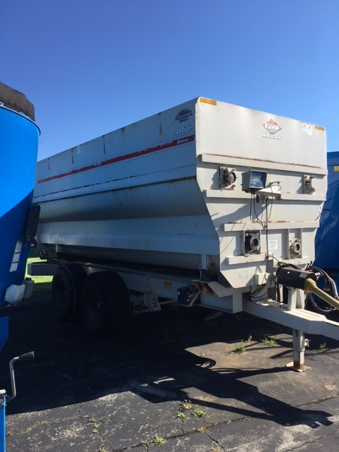 used Botec 4-auger mixer with scale